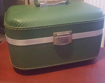 Vintage Green Hard Shell Train Case / Home Decor / Travel Case / Cosmetic Suitcase / Movie / Photo / Prop / Carry On Luggage / Overnight Bag