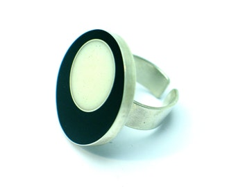 Geometric ring, Dots ring, resin ring, sterling silver Jewelry. Black and white ring . Modern Jewelry. Contemporary. OOAK