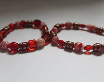 Red swirly pattern beaded bracelet