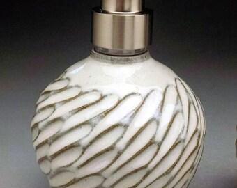 Distributeur de savon, Lotion pompe court Design avec pompe de distributeur en acier inoxydable. Prêt pour l'expédition