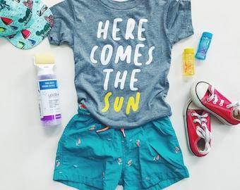 Kids HERE COMES the SUN - Gray Tri-blend T-Shirt
