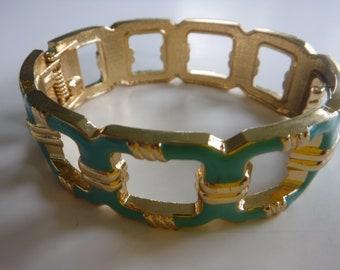 Wonderful Vintage Turquoise Enamel Gold Tone Clamper Hinge Bracelet Bangle
