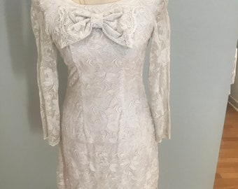 Vintage 1970's White Lace Mod Dress Long Sleeves Petite Willowy