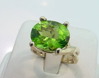 AAAA Peridot 14.1x10.96mm 7.28 carat Natural Untreated set in 14K Yellow gold - ELKE- ring 0412