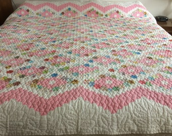Vintage 1950s to 1960s hand pieced hand quilted variant of grandma's flower garden pattern queen to almost king size quilt