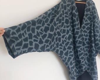 reversible giraff print kimono jacket