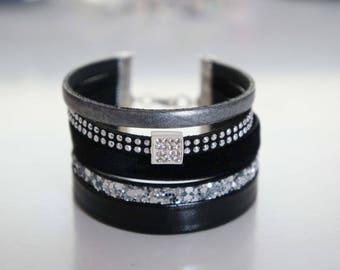 Black velvet Cuff Bracelet - has not velvet.