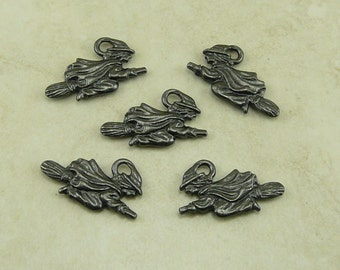 5 TierraCast Flying Witch Charms * Halloween Wicked Witch - Black Ox Plated Lead Free Pewter - I ship Internationally 2379