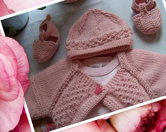 Set crossover, bonnet and booties