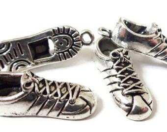 20 BULK, Gym Shoe Charms 28x9mm ITEM:J14