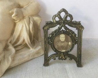 French vintage small frame in metal, 19th Frame for face photo, frame with knot