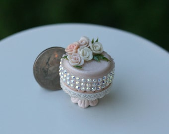 Dollhouse Miniature One Inch Scale 1:12  Cake by CSpykersMiniaturesUS