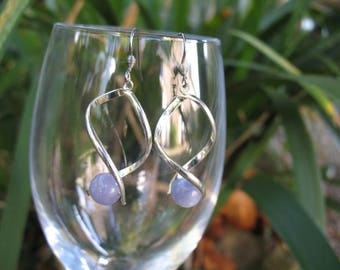 Twisted hoops and aquamarine