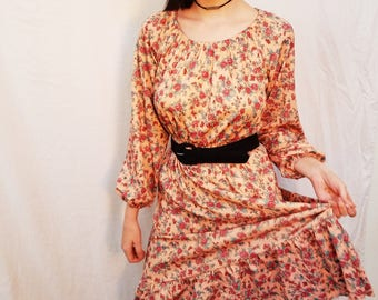 70's Pink Peach Rose Print Dress. Polyester. Midi Dress. Long Sleeves. Scoop neck. Size Small Medium.
