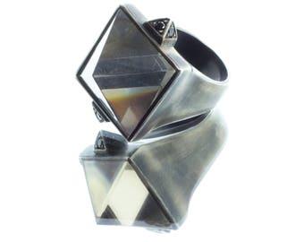 Pyramid ring in oxidized silver with fume ' quartz and black diamonds