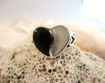 Vintage Sterling Silver Mother of Pearl and Onyx Heart Ring