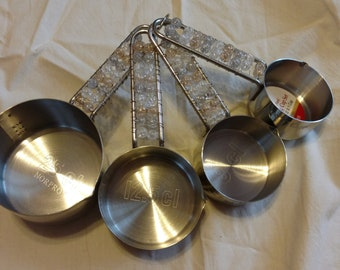 Beaded measuring cups
