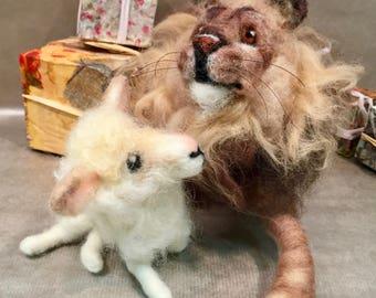 Needle felted Christmas, needle felted lion and lamb, Christmas ornament, needle felted lion, needle felted lamb, needle felted Xmas decor