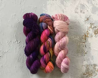 Hand Dyed Yarn - Fingering weight Yarn - Samba fade collection - merino Speckles
