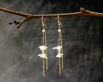 6342 White coral earrings, Gold chain earrings, Handmade earrings, Original earrings, Coral jewelry, Earrings with corals, Dangle earrings.