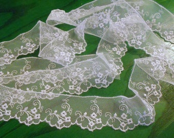 Lace white embroidered tulle, polyester