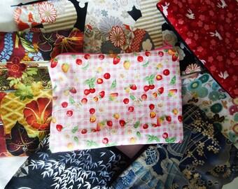 Trousse pochette vichy rose, fraises et cerises