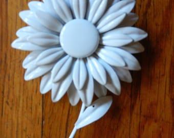 Awesome 70's Vintage White Flower Metal Enamel Pin Brooch