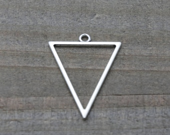 10 PIECES triangle pendant silver plated, triangle pendant, geometric pendant, triangle charm, earring findings 35 mm B0085523