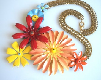 Flowers Statement Necklace colorful Jewelry Peach Red Yellow Blue Flower and a Metal Chain