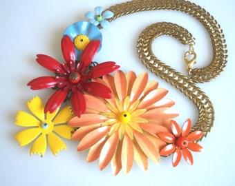 Blumen Statementkette bunten Schmuck Pfirsich rot gelb blau Blume und einem Metall-Kette