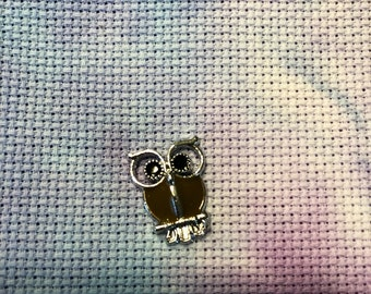 Small Brown Owl Needle Minder