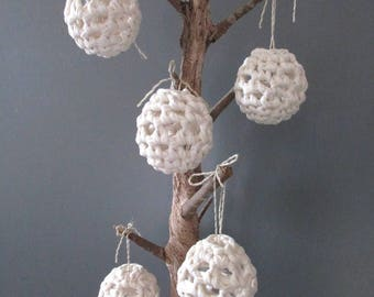 Set of 5 Christmas baubles in natural crochet