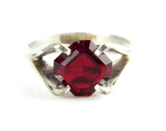 Vintage Sterling Silver Red Garnet Ruby Solitaire Ring - Faux Gemstone 1970's Traditional Birthstone Ring - Child Small - Size 4 Signed ESPO