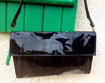 Varnished black pouch, 80's