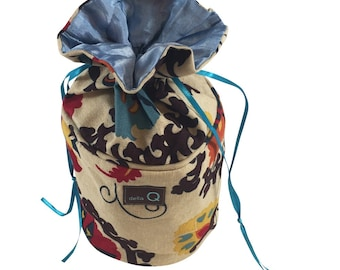 Della Q Pippa Yarn Dispenser 240-1 in a Variety of Fabrics
