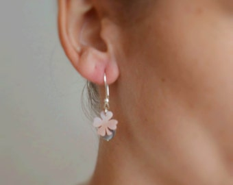 Silver earring clover mother of pearl