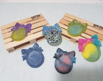 6 Cameo bases with bow, in resin - multicolor