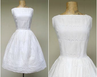 Vintage 1960s Dress / 60s White Cotton Eyelet Lace VLV Party Dress Full Skirt / Small