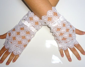 White Lace Wrist length Gloves Wedding Gloves Fingerless lace gloves Bridal Gloves Lace Cuff Victorian.