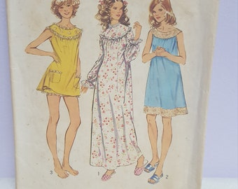 Simplicity XL Pattern 5030 Misses' and Women's Nightgown in Three Lengths with Bloomers