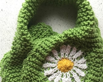 Scarflette with a daisy for spring