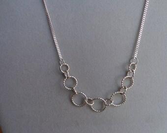 Argent. 925, collier anneau torsadé.