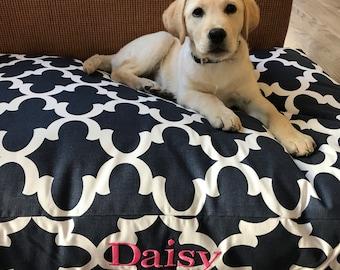 Extra Large Navy Quatrefoil Pet Bed