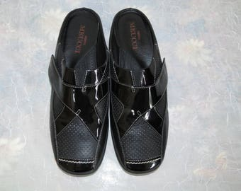 Sesto Meucci Italy Black leather accented with patent leather comfort Mules 7.5 M
