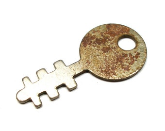 Small Flat KEY with 6 teeth, for altered art or jewelry.