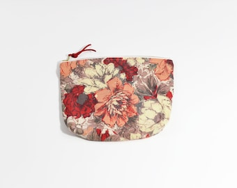 Red & Coral Floral Vintage Fabric Cosmetic Pouch / Vintage Zipper Pouch