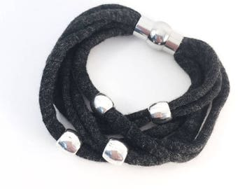 Dark grey recycled cotton Hooked bracelet and 4 beads