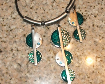"""NECKLACE Turquoise Tone, Aqua Green Silver Tone Metal and Rhinestone Pendants, with Clasp, 11"""" Long (#543)"""
