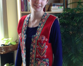 Andean Perú embroidered wool festival vest