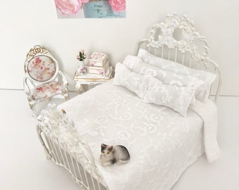 Shabby Cottage Chic Dollhouse/White Dollhouse Bedding Set/1:12 Scale Dollhouse Beds/Miniature Doll Bedding/Dollhouse Bed Linens/Miniatures
